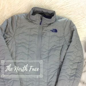 Women's North Face Light Weight Puffer Jacket Gray